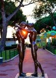 夫妇爱雕象 库存图片