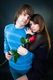 夫妇玫瑰年轻人 免版税库存照片