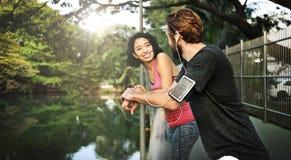 夫妇生活方式运动员有吸引力的夏天适合的概念 免版税图库摄影