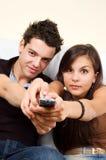 夫妇电视注意 库存照片