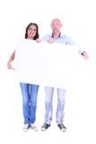年轻夫妇男人和妇女有空白的白色横幅的 免版税库存照片