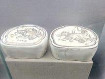 夫妇的两个古老中国枕头 免版税库存图片