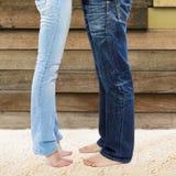 年轻夫妇的腿 免版税库存照片