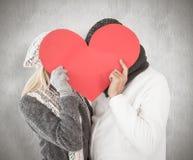 夫妇的综合图象在冬天塑造摆在与心脏形状 库存图片