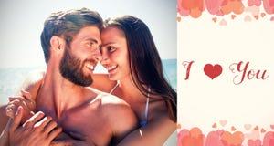 夫妇的综合图象在海滩和美好的词的 库存照片