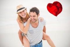 夫妇的综合图象在海滩的和红色心脏迅速增加3d 免版税图库摄影