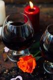 夫妇的-在玻璃的汁液浪漫饮料 图库摄影