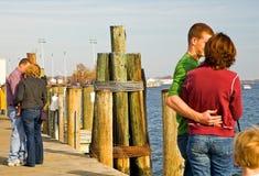 夫妇码头爱 免版税库存照片