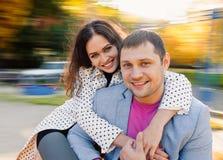 年轻夫妇秋天 免版税库存照片
