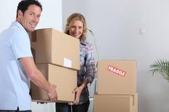 夫妇移动房子 免版税库存照片