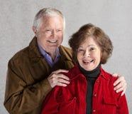 夫妇笑的前辈 免版税图库摄影