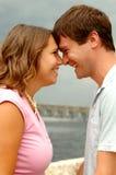 夫妇笑的年轻人 库存图片