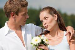 夫妇纵向浪漫夏天年轻人 库存照片
