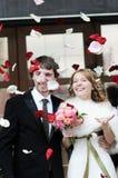 夫妇结婚的瓣下 免版税库存照片