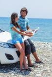 夫妇继续汽车行程 免版税库存图片
