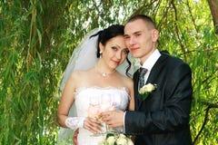 夫妇绿色年轻人 免版税库存照片