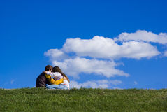 夫妇绿色草坪 免版税库存照片