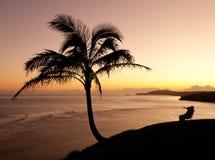 夫妇考艾岛日出注意 免版税库存图片