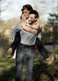夫妇肩扛 图库摄影