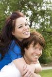 夫妇肩扛 免版税图库摄影