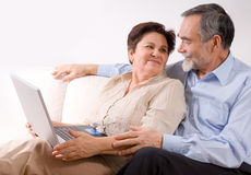 夫妇膝上型计算机前辈 免版税图库摄影