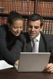 夫妇膝上型计算机垂直视图 免版税库存照片