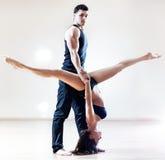 夫妇舞蹈演员 免版税库存图片