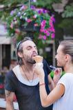 夫妇街道冰淇凌乐趣 库存图片