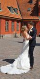 夫妇跳舞亲热婚礼 免版税库存图片