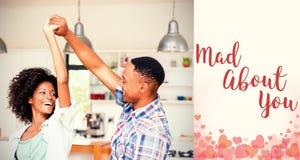 夫妇跳舞的综合图象在厨房和华伦泰词的 库存照片