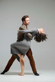 年轻夫妇跳舞 免版税库存图片