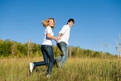 夫妇运行的年轻人 图库摄影