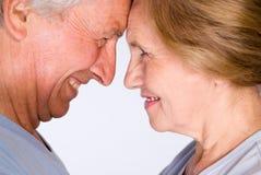 夫妇逗人喜爱的年长的人 免版税库存图片