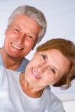 夫妇逗人喜爱的年长的人 免版税库存照片