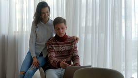 夫妇通信网浏览人膝上型计算机 股票录像