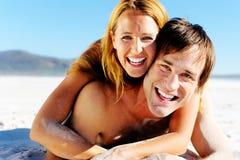 夫妇面对含沙 免版税库存照片