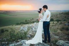 夫妇领巾水晶珠宝附加婚礼 库存照片