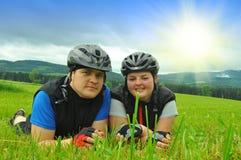夫妇骑自行车者 免版税图库摄影