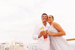 夫妇鸡尾酒巡航 免版税库存照片