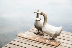 夫妇鸭子雕象 图库摄影