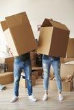 夫妇移动的新的家 库存照片
