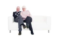 夫妇更旧的沙发 库存照片