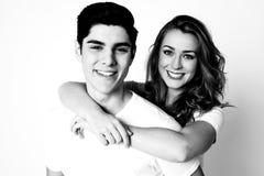 年轻夫妇黑白射击  免版税库存图片