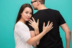 夫妇画象,接近彼此 在爱,关系,约会,恋人,浪漫概念的白种人模型 免版税库存图片