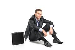 失望的生意人和他的公文包 免版税库存图片