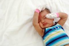 失眠的婴孩 免版税库存照片