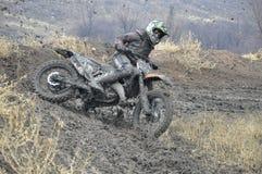 失败摩托车越野赛车手未认出俄国的&# 免版税图库摄影