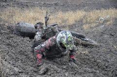 失败摩托车越野赛车手未认出俄国的&# 免版税库存照片