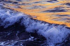 失败大浪通知 克里米亚 黑海 水波 免版税库存图片