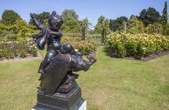 失去的弓雕象在董事的玛丽皇后的庭院停放 免版税库存照片